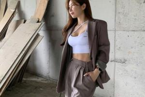 韩国健身人妻S曲线超完美 运动吊带秀腹肌