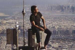 阿汤哥爬高楼电影(阿汤哥电影爬迪拜高楼是哪部)